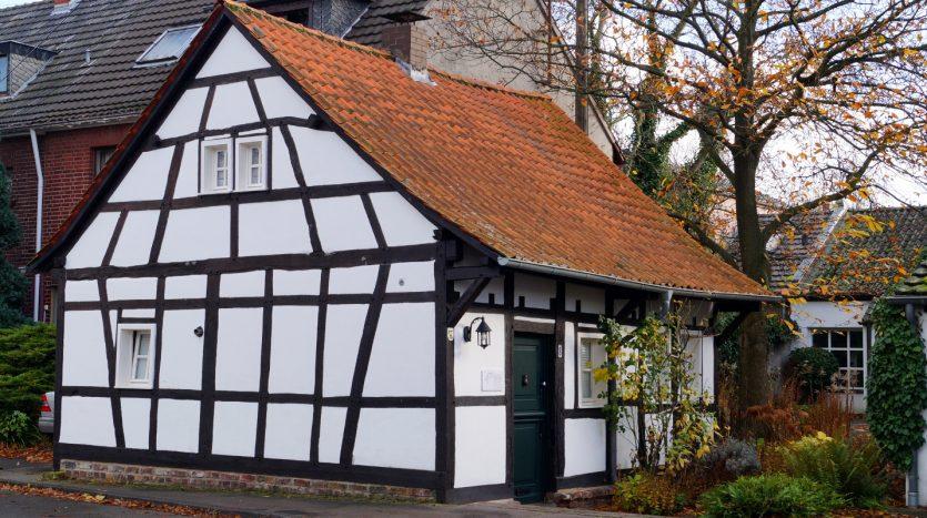Köln Lövenich - eines der denkmalgeschützten Häuser