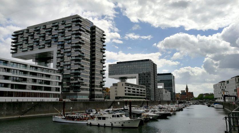 Der zentrale Jachthafen, der Rheinau-Sporthafen Köln